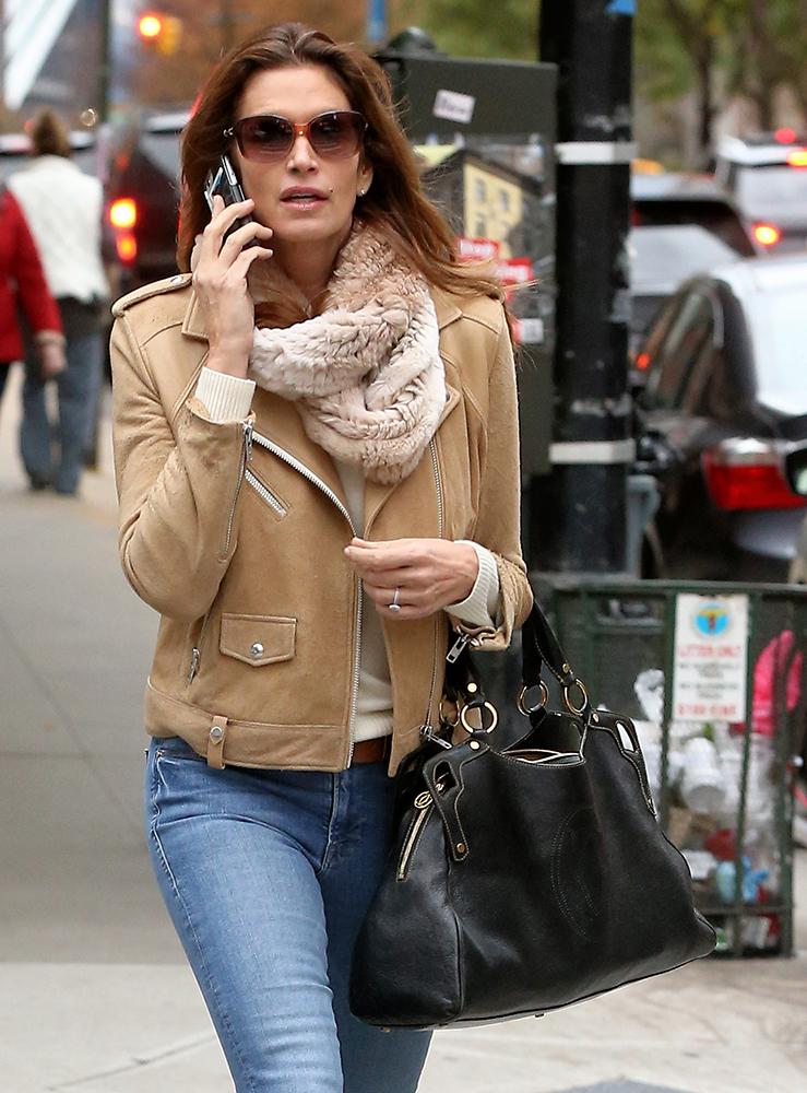 Cindy Crawford Has Been Carrying The Same Handbag Since