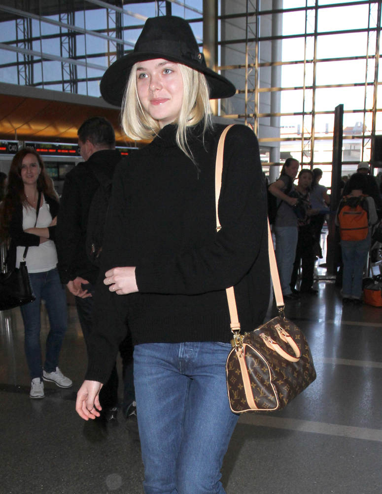 Elle-Fanning-Louis-Vuitton-Speedy-Bandouliere-Bag