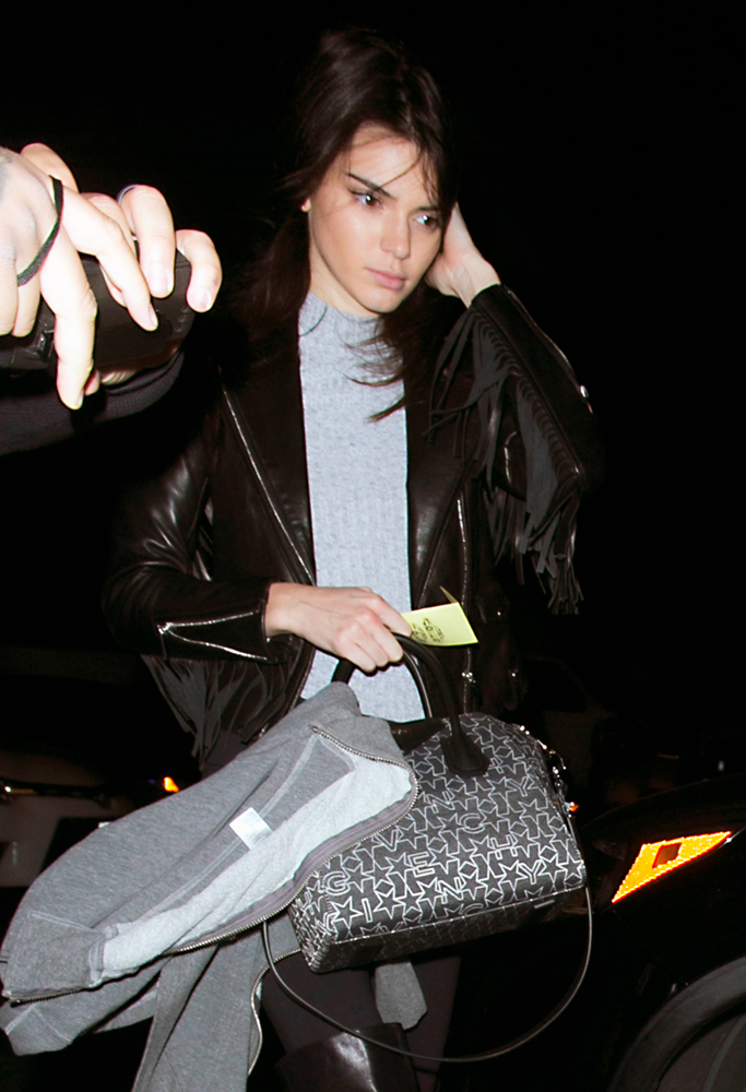 Kendall-Jenner-Givenchy-Antigona-Logo-Fabric-5