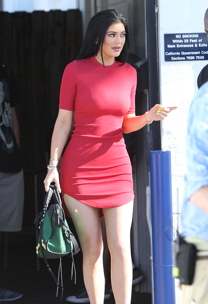 Kylie-Jenner-Balenciaga-Nylon-City-Bag