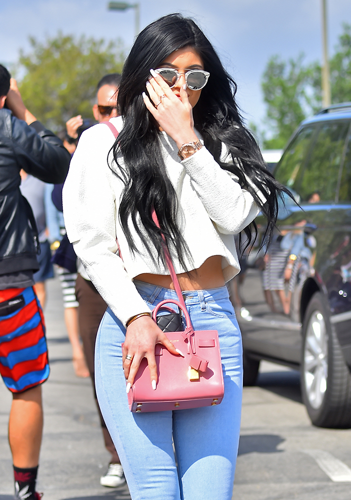 Kylie-Jenner-Saint-Laurent-Nano-Sac-de-Jour-Bag