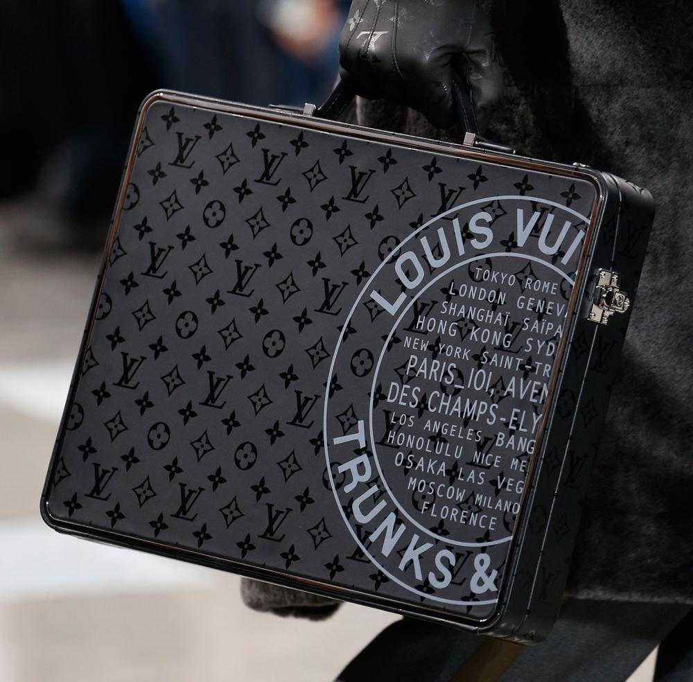 55a7a2e79786 Louis Vuitton Men Bag News