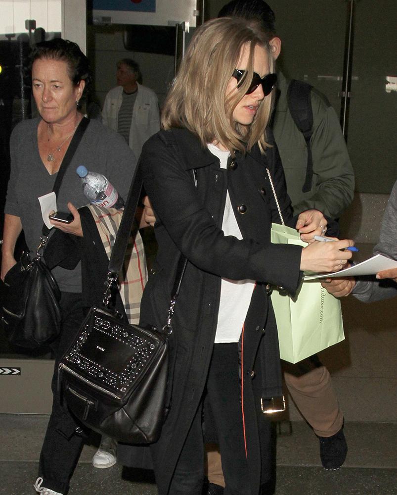 Amanda-Seyfried-Givenchy-Pandora-Bag