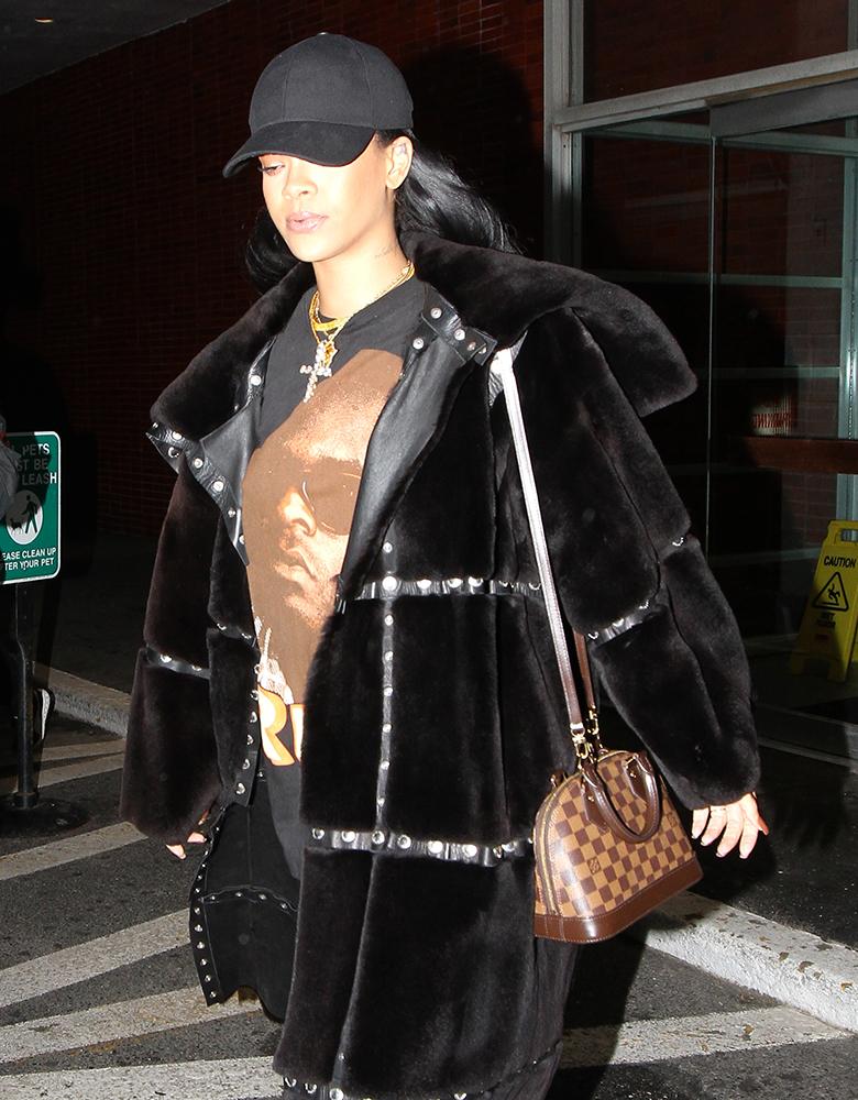 Rihanna-Louis-Vuitton-Alma-BB-Bag