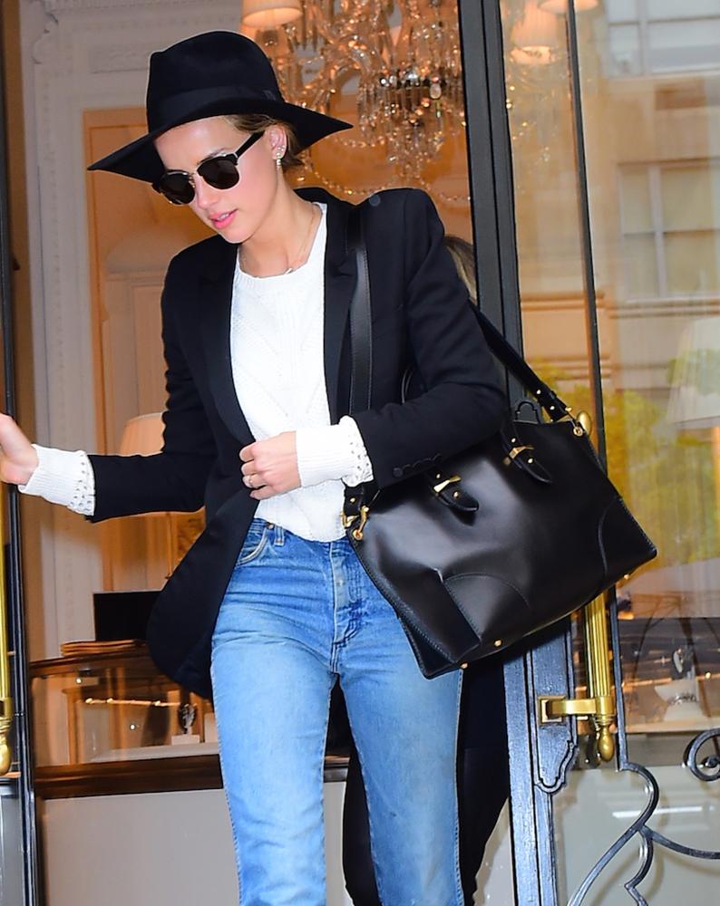 Amber-Heard-Alexander-McQueen-Legend-Bag