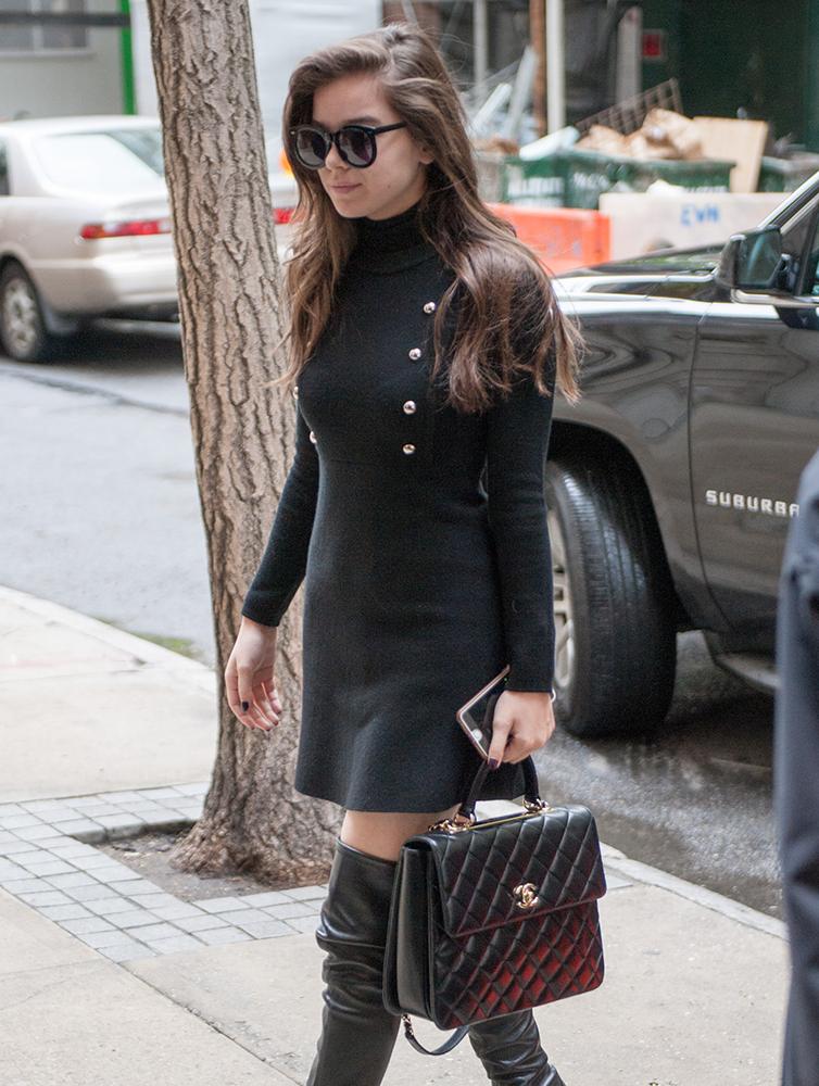 Hailee-Steinfeld-Chanel-Top-Handle-Bag