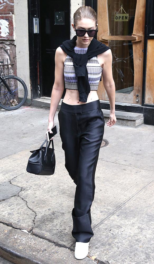 Gigi-Hadid-Versace-Palazzo-Empire-Mini-Bag-11