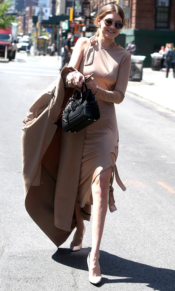 Gigi-Hadid-Versace-Palazzo-Empire-Mini-Bag-13