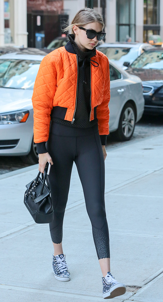 Gigi-Hadid-Versace-Palazzo-Empire-Mini-Bag-14