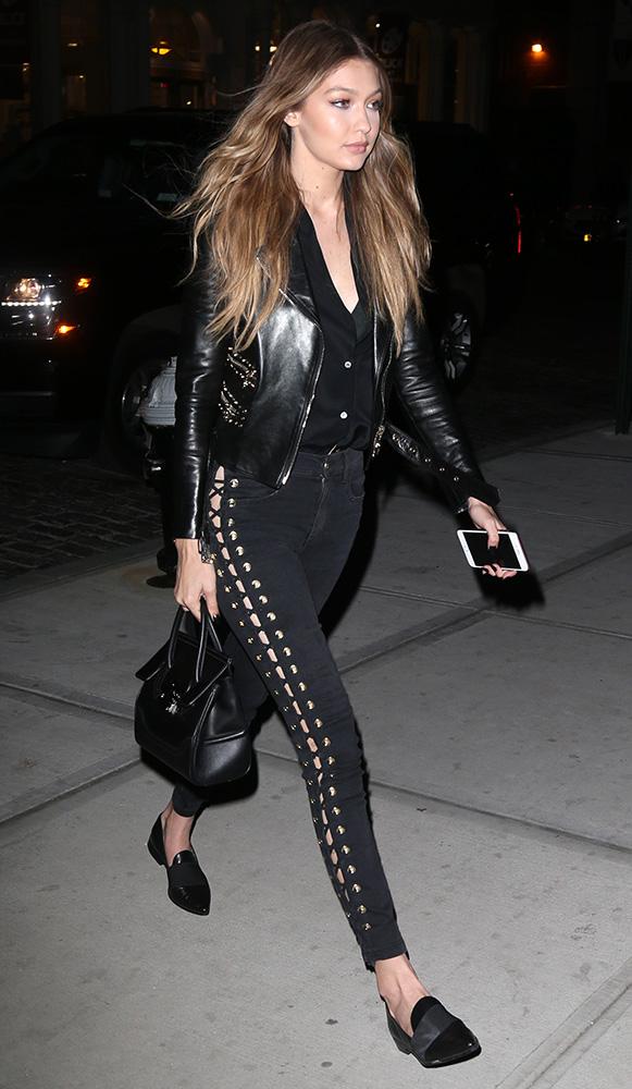 Gigi-Hadid-Versace-Palazzo-Empire-Mini-Bag-15