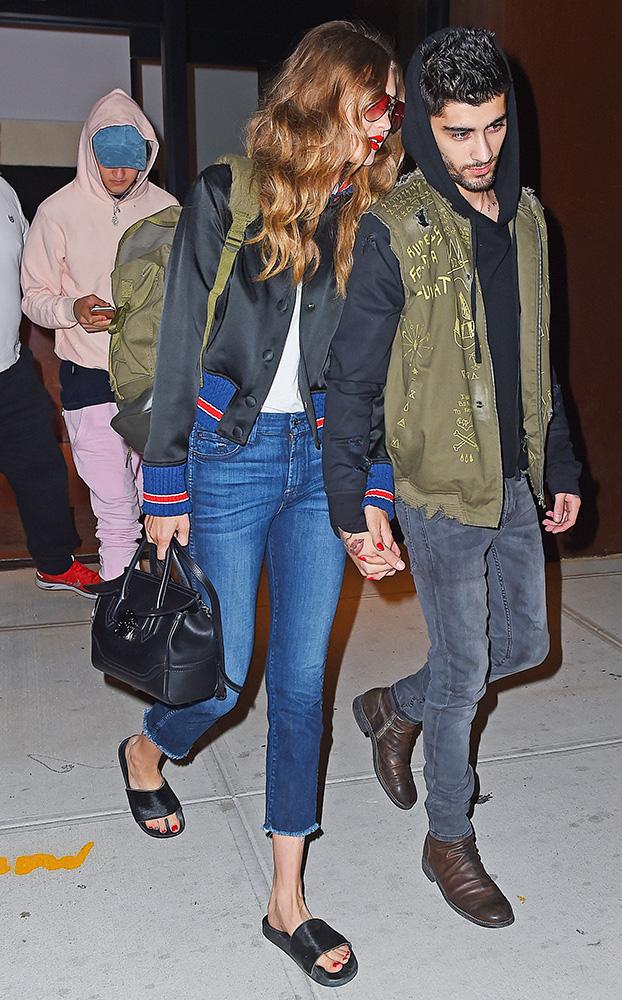 Gigi-Hadid-Versace-Palazzo-Empire-Mini-Bag-3