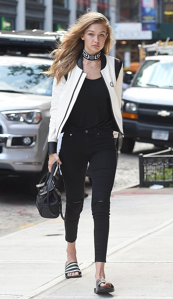Gigi-Hadid-Versace-Palazzo-Empire-Mini-Bag-4