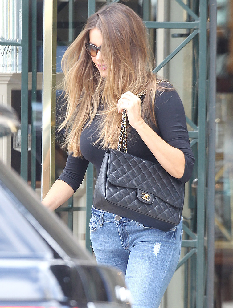 sofia-vergara-chanel-classic-flap-bag