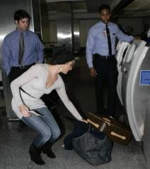 cameron-diaz-luggage.jpg