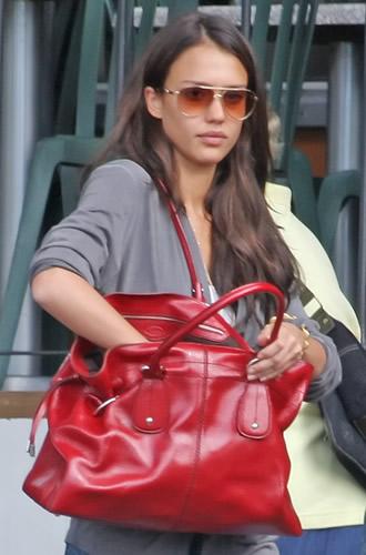 jessica alba tods handbag3