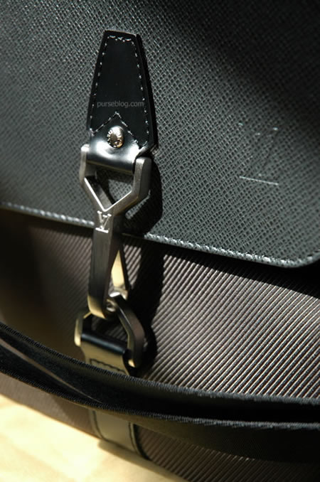Louis Vuitton Taiga Dersou