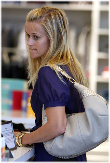 reese witherspoon handbag style1