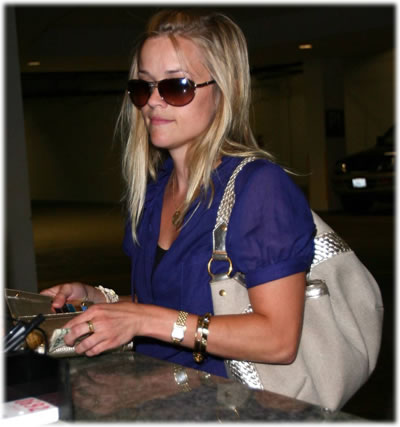 reese witherspoon handbag style2