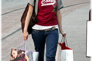 Ashlee Simpson Shops at Coach