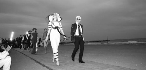 Karl Lagerfeld leads his models down a Venice boardwalk to present Chanel Cruise 2009