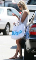 Reese Witherspoon Beyond Yoga Tote