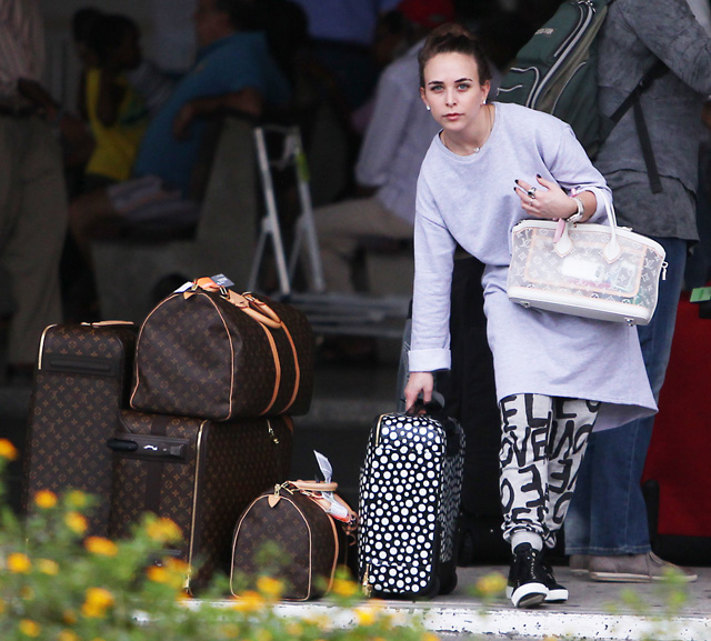 Celebrities and Louis Vuitton Luggage 5