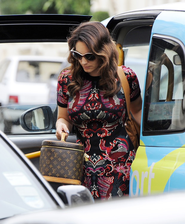 Celebrities and Louis Vuitton Luggage 7