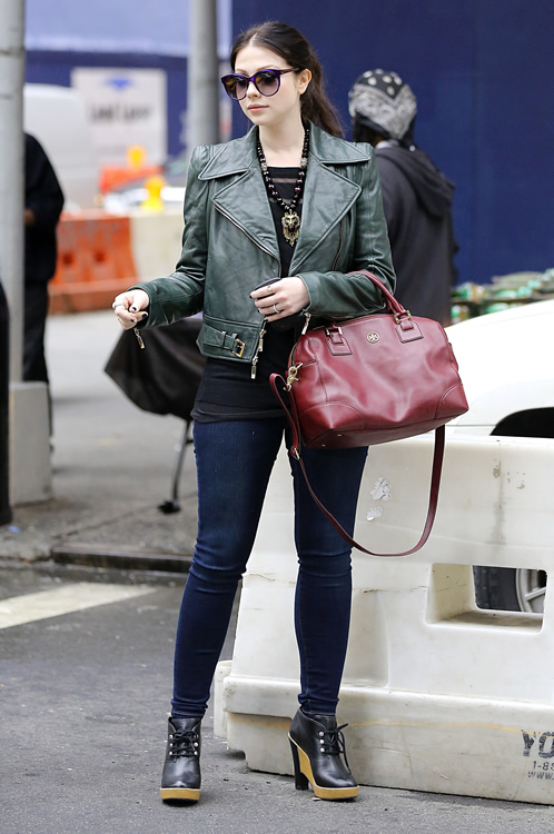 Michelle Trachtenberg Accessorizes With Tory Burch Purseblog