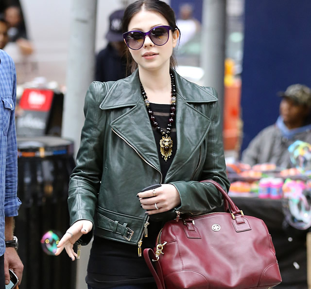 Michelle Trachtenberg Tory Burch accessories