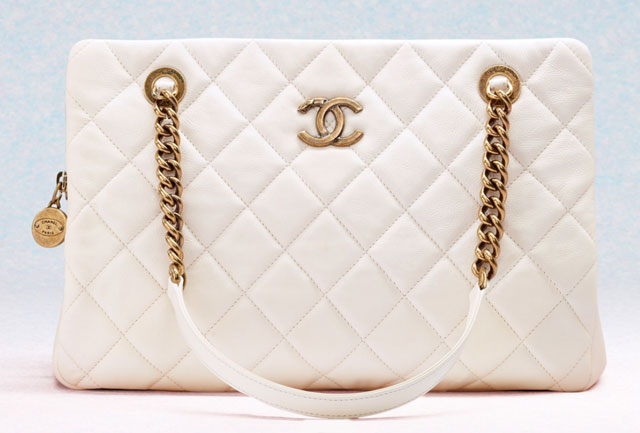 Сумка Chanel Classic Flap Bag из натуральной кожи белого
