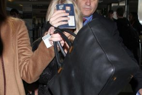 Ashley Olsen uses The Row totes as both carry-ons and paparazzi shields