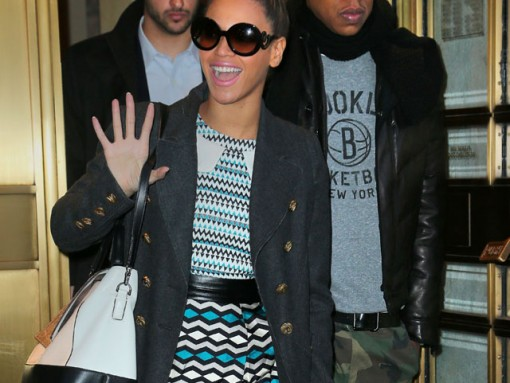 Beyonce takes her Diane von Furstenberg bag out Christmas shopping