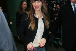 Jessica Biel matches her lipstick to her Louis Vuitton