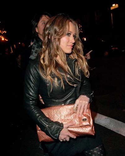 Hilary Duff Wears A Gold Full Fingered Armour Ring While