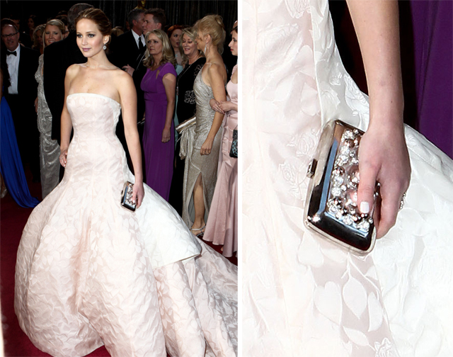 Jennifer Lawrence carries a Roger Vivier Clutch to the 2013 Academy Awards