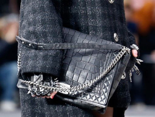 Chain detail on a Chanel Fall 2013 runway handbag