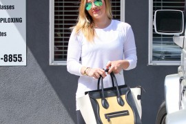 Hilary Duff carries a tricolor Celine Luggage Tote Bag in LA (5)