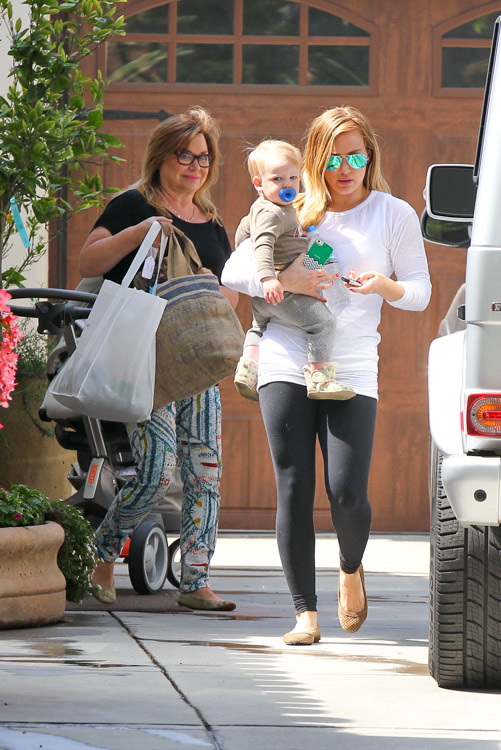 Hilary Duff carries a tricolor Celine Luggage Tote Bag in LA (1)