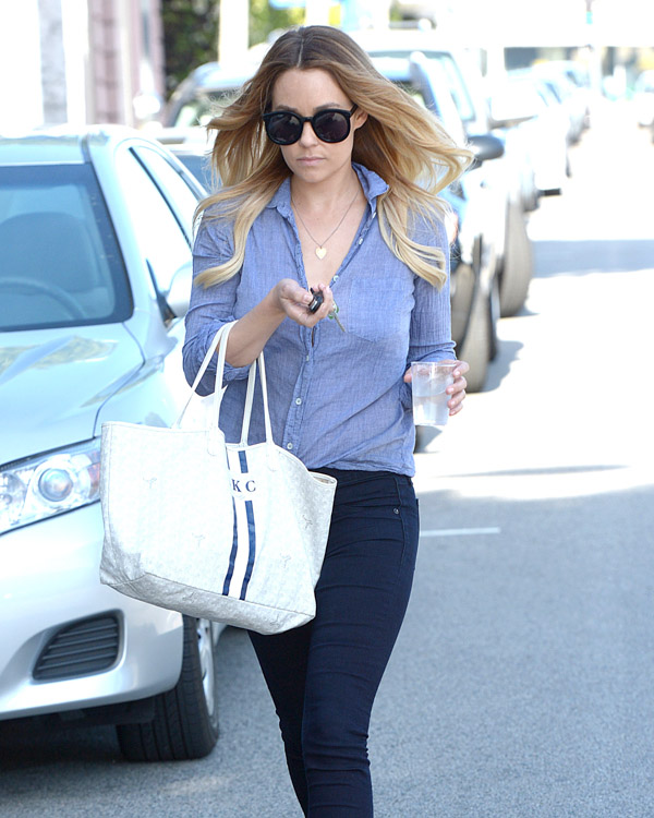 Lauren Conrad carries a white Goyard St. Louis Tote personalized with her initials (3)