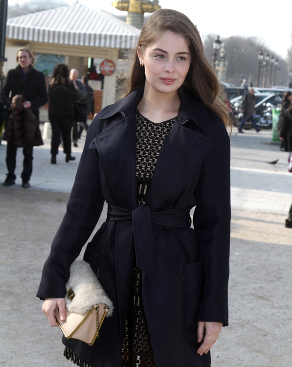 Celebrities and their bags at Paris Fashion Week (6)