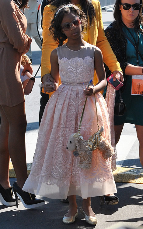 Quvenzhane Wallis Puppy Purse 7