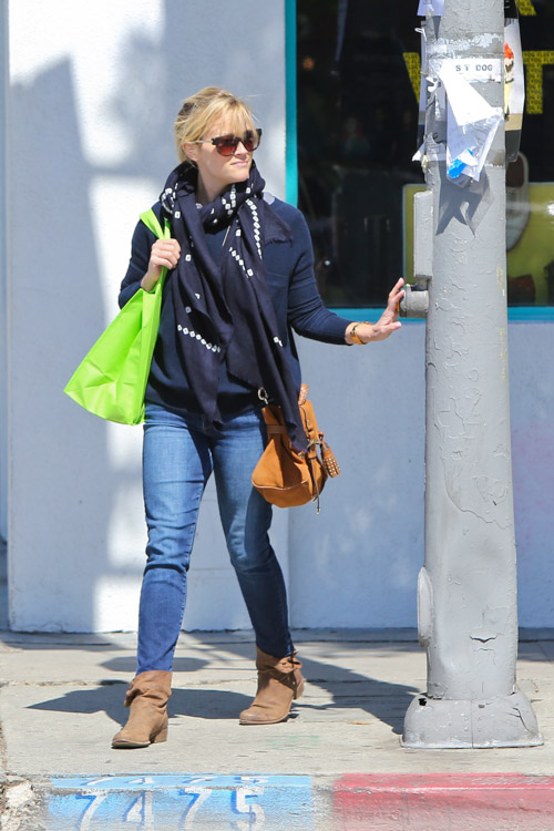 Reese Witherspoon Carries Mulberry To Pick Up Some Fro Yo
