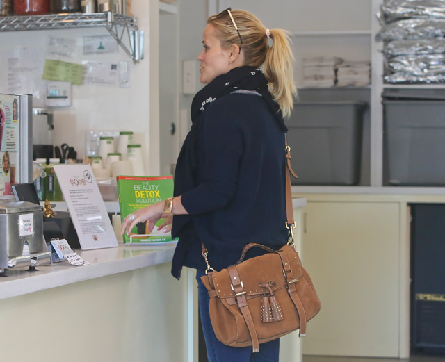 Reese Witherspoon carries a tan Mulberry Tassel Bag in Los Angeles (5)