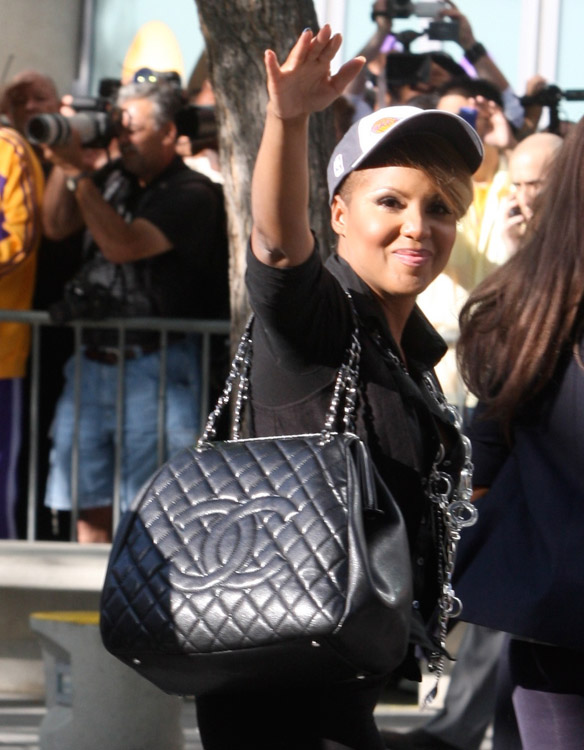The Many Bags of Celebrity Basketball Fans-14