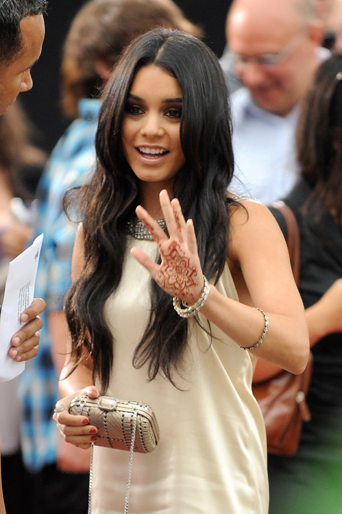 The Many Bags of Vanessa Hudgens (13)