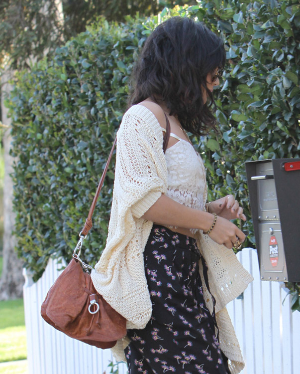 The Many Bags of Vanessa Hudgens (21)