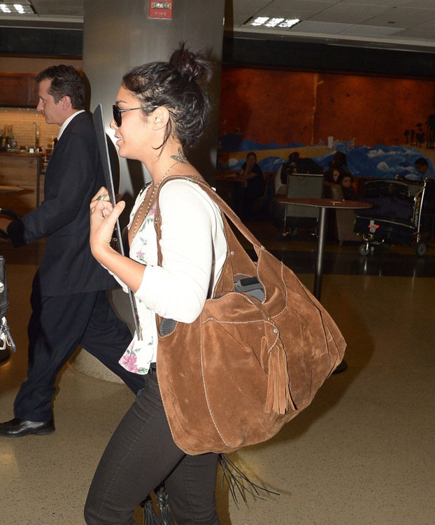 The Many Bags of Vanessa Hudgens (23)