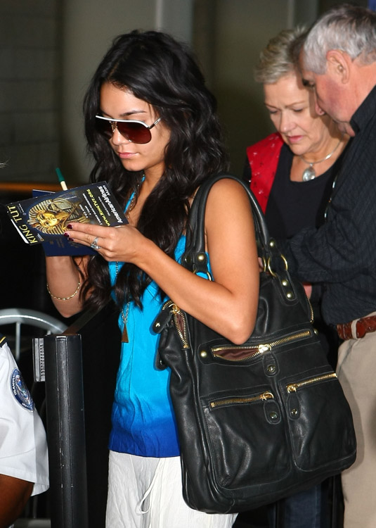 The Many Bags of Vanessa Hudgens (5)