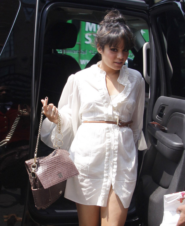 The Many Bags of Vanessa Hudgens (7)