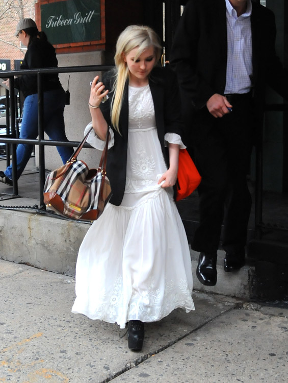 Abigail Breslin carries a Burberry Canterbury Shoulder Bag in NYC (3)